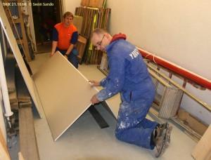 HÃ¥vard og Jan Rune brekker til gipsplater for bakgrunn