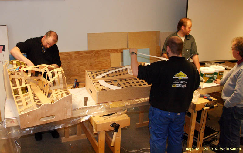 To Fremo-modulkasser ble laget på forhånd for at man skulle teste ut og øve seg på flettverksbasis.