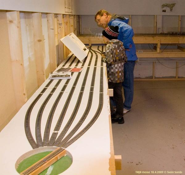 Nye Fiklagard fikk tjene som bord for modellen av modellen av klubbanlegget under bygging.