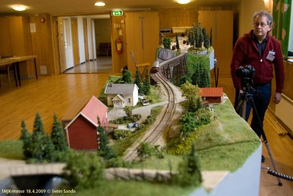 En liten bondegård var plassert midt mellom de to stasjonene det var plass til.