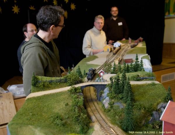 Modulen med denne overgangsbroa og omgivelsene bringer en virkelig 40-50 år tilbake i tida. Utmerket håndverk!